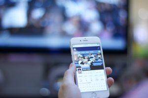 jak smartfona podłączyć z tv